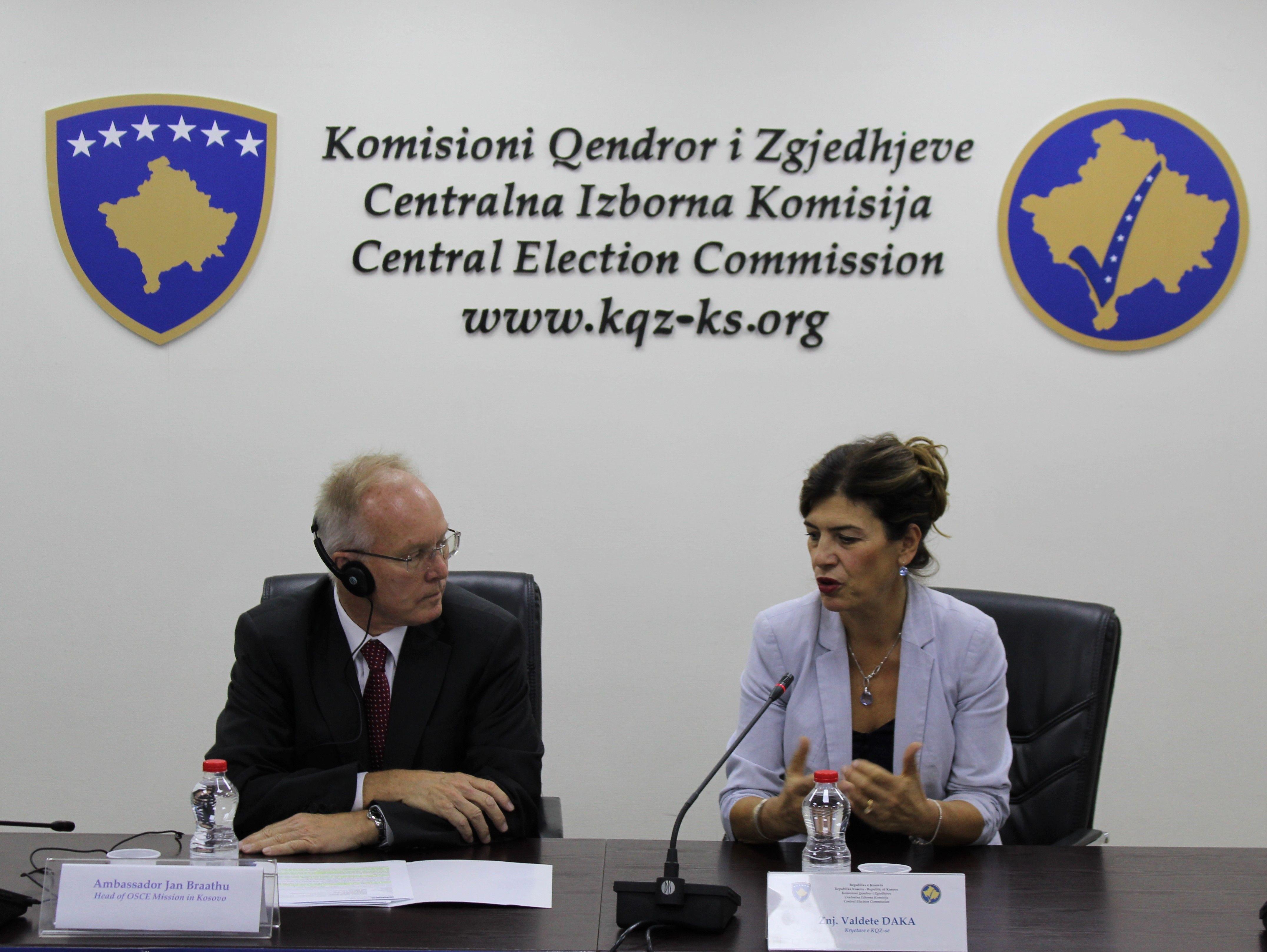 Shefi i Misionit të OSBE-së në Kosovë, Braathu vizitoi KQZ-në