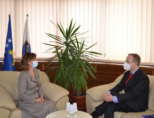 Kryetarja e KQZ-së priti në takim ushtruesin e detyrës së shefit të misionit të OSBE-së në Kosovë
