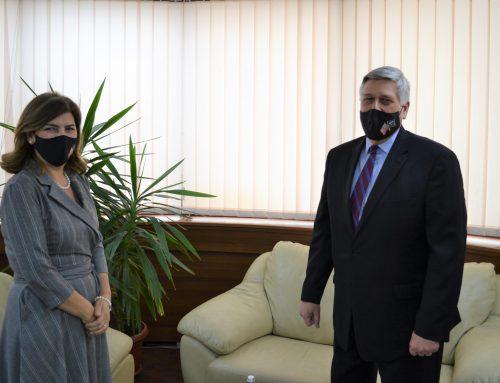 Kryetarja e KQZ-se priti ne takim ambasadorin amerikan ne Kosove